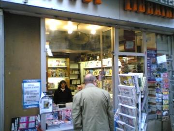 medium_marchand_de_journaux_metro_plaisance_paris_14.jpg