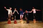 cirque, guitare, acrobaties